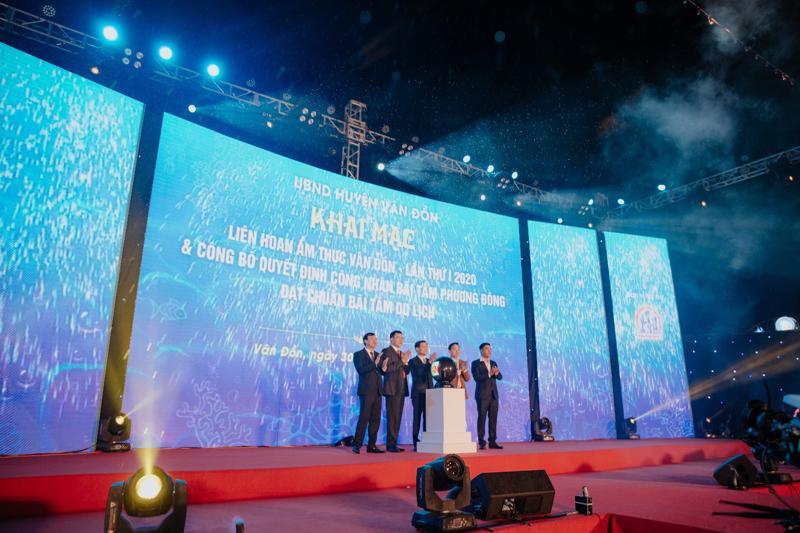 Khai mạc Liên hoan ẩm thực huyện Vân Đồn lần thứ 1 và công bố quyết định công nhận Bãi tắm Phương Đông đạt chuẩn bãi tắm du lịch.