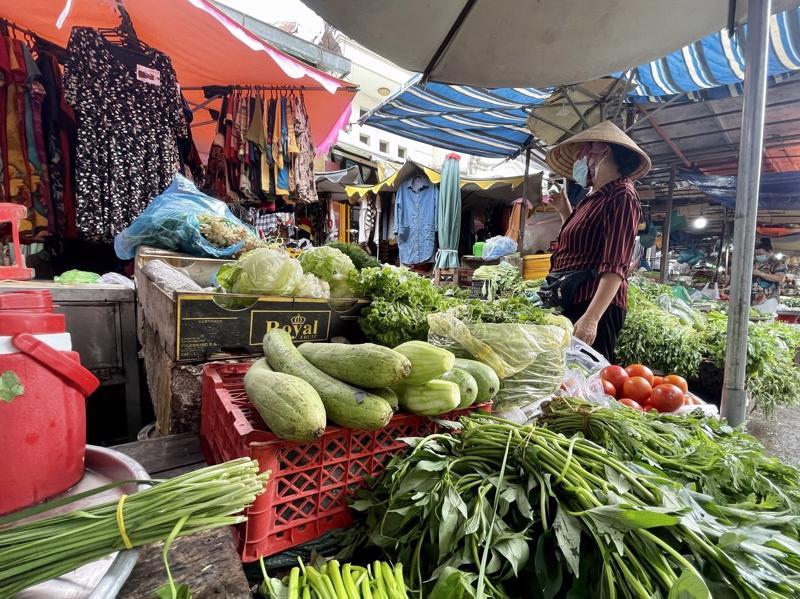 Một số chợ truyền thống được hoạt động trở lại nhưng phải đảm bảo an toàn trong phòng chống dịch.