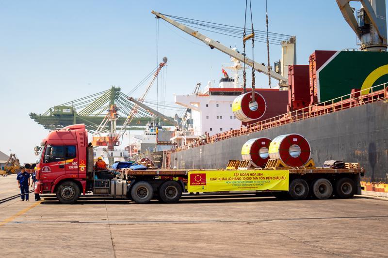 Một lô hàng tôn mạ của HSG xuất khẩu đi Châu Âu.