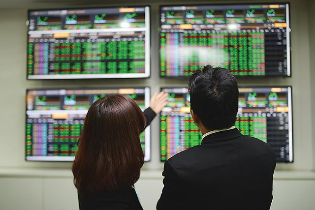 Ngành ngân hàng và bất động sản chiếm tỷ lệ khá lớn trên thị trường chứng khoán Việt Nam.