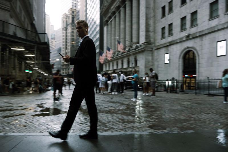 Nhân viên Phố Wall đối mặt áp lực công việc lớn tới mức kiệt sức - Ảnh: Bloomberg