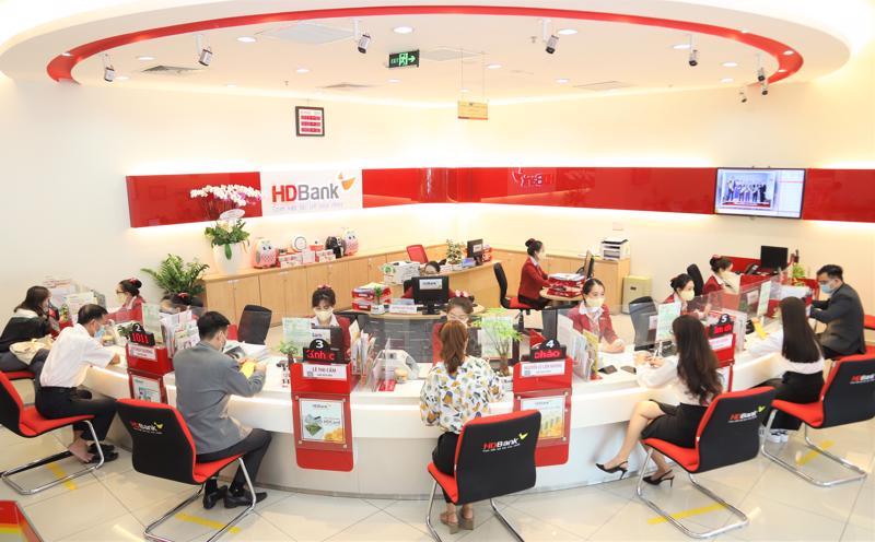 """HDBank tiếp tục thực hiện chương trình """"Chung tay chia sẻ - Vững bền vượt qua"""", ngân hàng sẽ điều chỉnh giảm lãi suất đến 4,5% so với lãi suất hiện hành cho khách hàng doanh nghiệp và khách hàng cá nhân."""