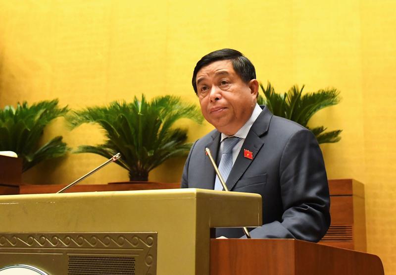 Bộ trưởng Bộ Kế hoạch và Đầu tư Nguyễn Chí Dũng trình bày báo cáo sáng 22/7 - Ảnh:Quochoi.vn