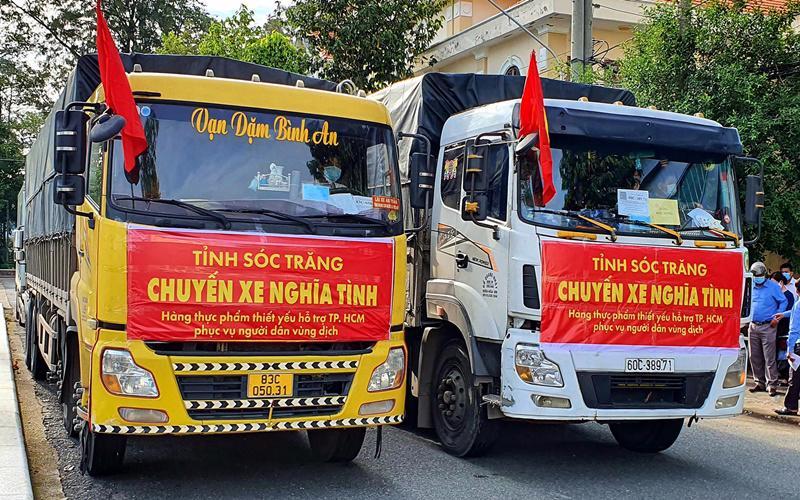Sóc Trăng vừa trao 40 tấn hàng thiết yếu hỗ trợ TP. HCM.