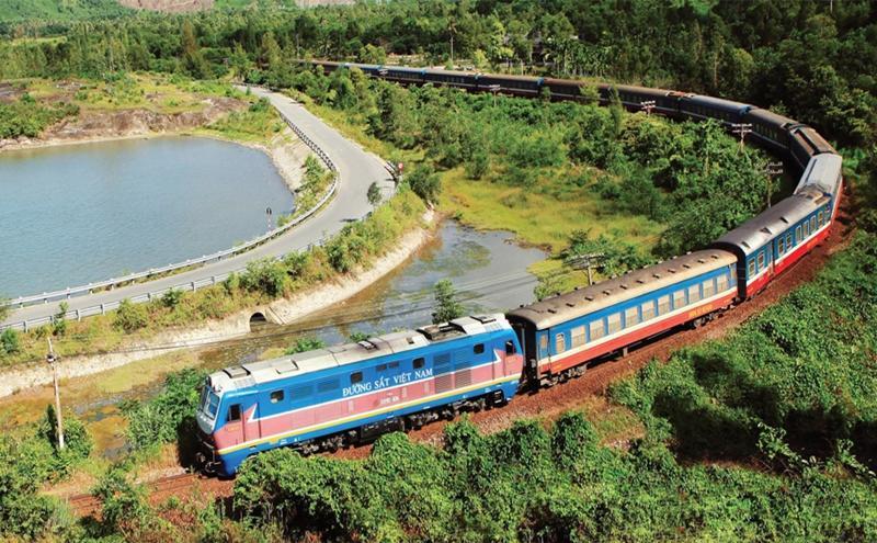 Đường sắt lập tàu chuyên biệt đầu tiên đưa người dân Hà Tĩnh sống tại các tỉnh phía Nam phía Nam về quê.