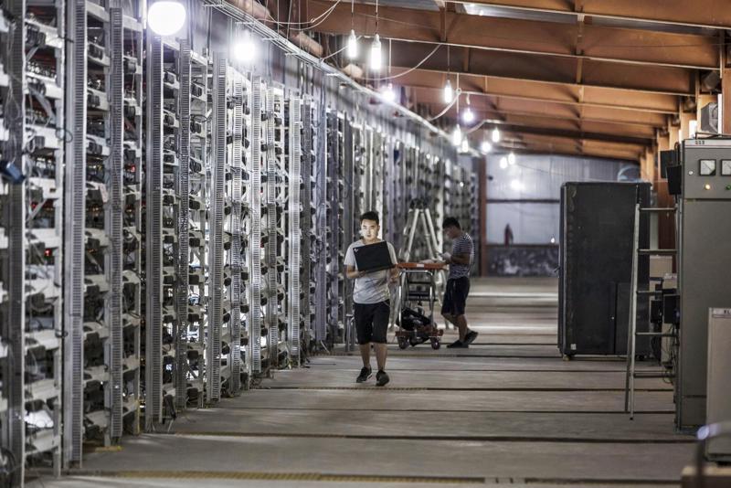 Một mỏ đào Bitcoin ở Trung Quốc hồi năm 2017 - Ảnh: Bloomberg.