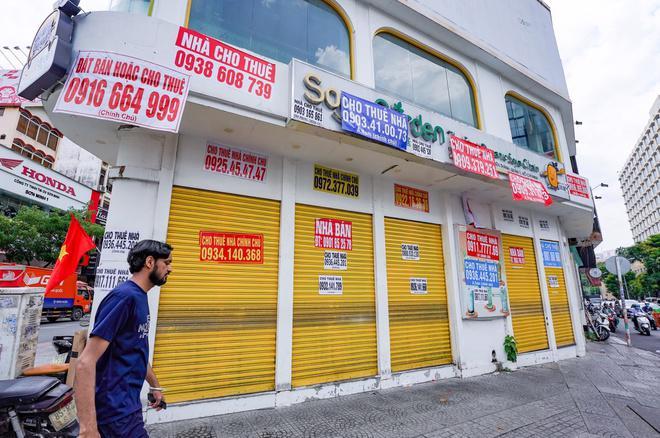 Các cửa hàng cho thuê đồng loạt đóng cửa do bị ảnh hưởng bởi dịch Covid-19.