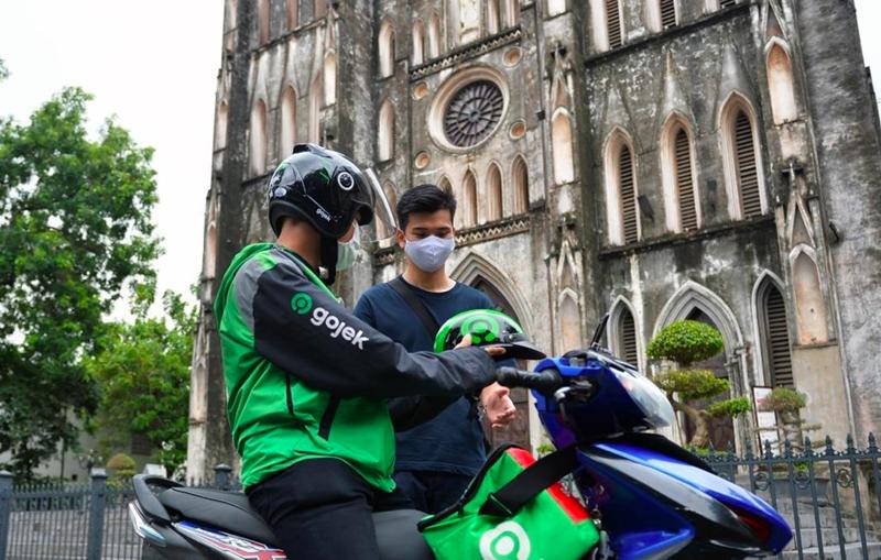 Các hãng gọi xe công nghệ cũng phát đi thông báo tạm dừng nhiều dịch vụ vận chuyển tại Hà Nội - (Ảnh: VietnamPlus).