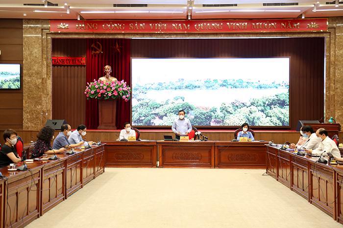 Phó Bí thư Thành ủy Nguyễn Văn Phong chủ trì hội nghị.