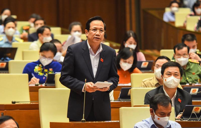 Bộ trưởng Bộ Lao động - Thương binh và Xã hội Đào Ngọc Dung giải trình, làm rõ một số vấn đề các đại biểu Quốc hội quan tâm - Ảnh: Quochoi.vn