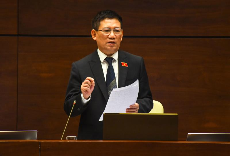 Bộ trưởng Bộ Tài chính Hồ Đức Phớc phát biểu tại phiên thảo luận - Ảnh: Quochoi.vn