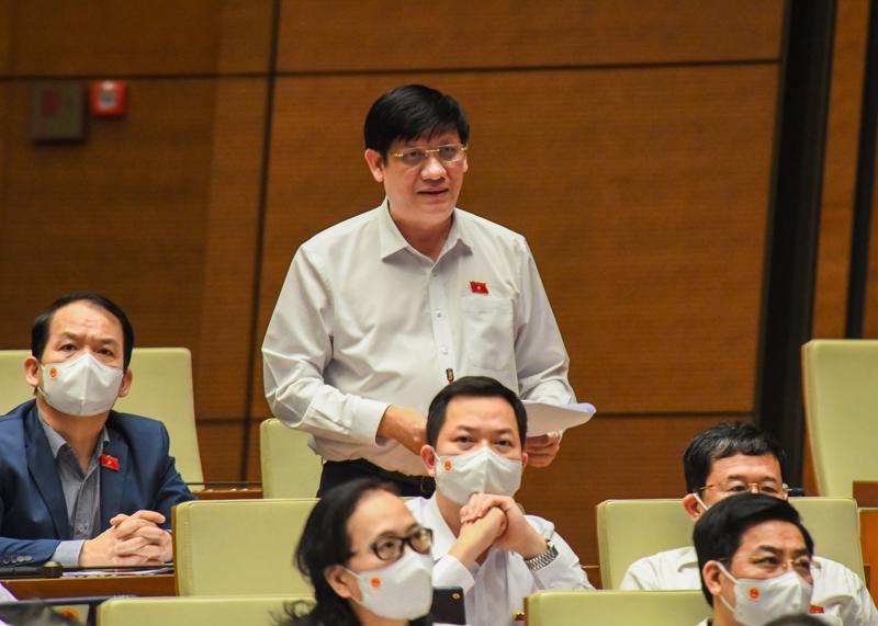 Bộ trưởng Bộ Y tế Nguyễn Thanh Long giải trình, làm rõ một số vấn đề các đại biểu Quốc hội quan tâm - Ảnh: Quochoi.vn