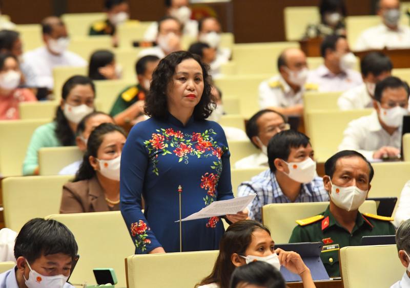 Đại biểu Cao Thị Xuân (Thanh Hóa), thảo luận tại phiên họp - Ảnh: Quochoi.vn