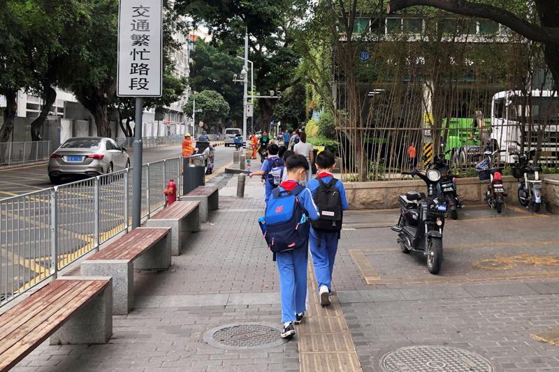 Theo dữ liệu gần đây nhất từ Hiệp hội Giáo dục Trung Quốc (CSE), vào năm 2016, hơn 75% học sinh từ 6-18 tuổi ở nước này học thêm sau giờ học chính khoá ở trường - Ảnh: Reuters.