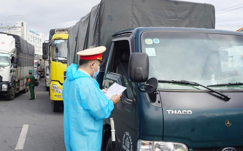 Tổng cục Đường bộ Việt Nam đề nghị các địa phương chấn chỉnh việc sử dụng thẻ ''luồng xanh'' không đúng đối tượng, mục đích, đi sai tuyến đường.