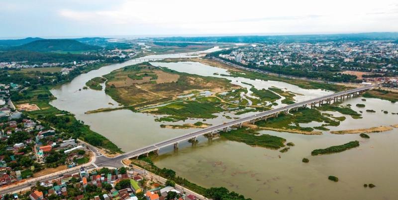 Cầu Thạch Bích bắc qua sông Trà Khúc tại Quảng Ngãi.