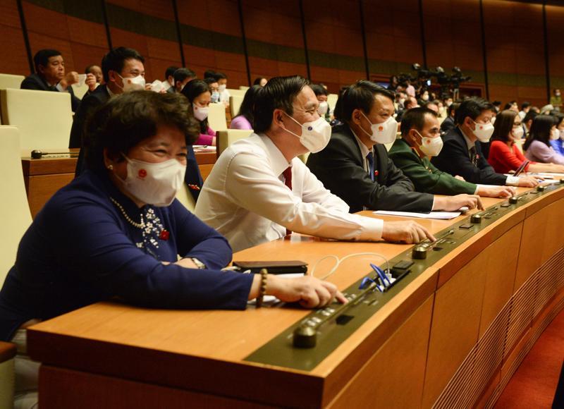 Các đại biểu ấn nút thông qua các Nghị quyết về phê chuẩn việc bổ nhiệm Phó Thủ tướng, Bộ trưởng và các thành viên khác của Chính phủ - Ảnh: Quochoi.vn