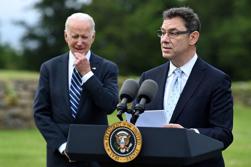 CEO Albert Bourla của Pfizer phát biểu cạnh Tổng thống Mỹ Joe Biden trước thềm hội nghị thượng đỉnh G7 ở Cornwall, Anh, tháng 6/2021 - Ảnh: Getty/Fortune.