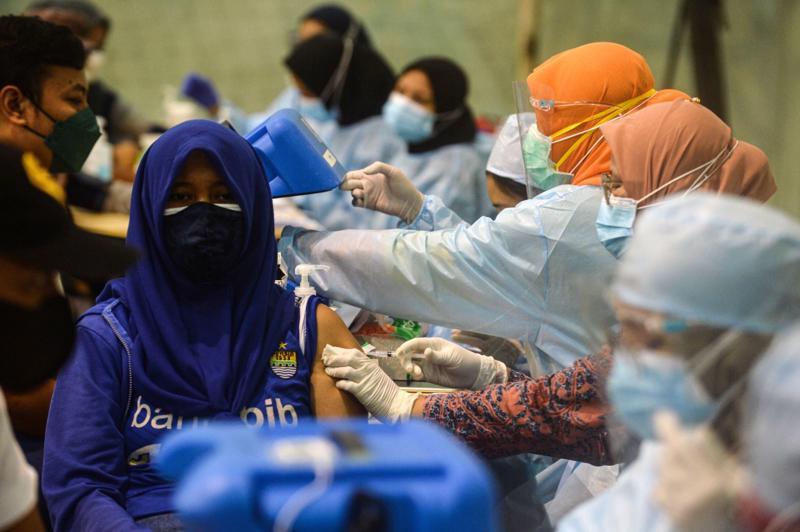 Tiêm vaccine ngừa Covid-19 tại Indonesia.