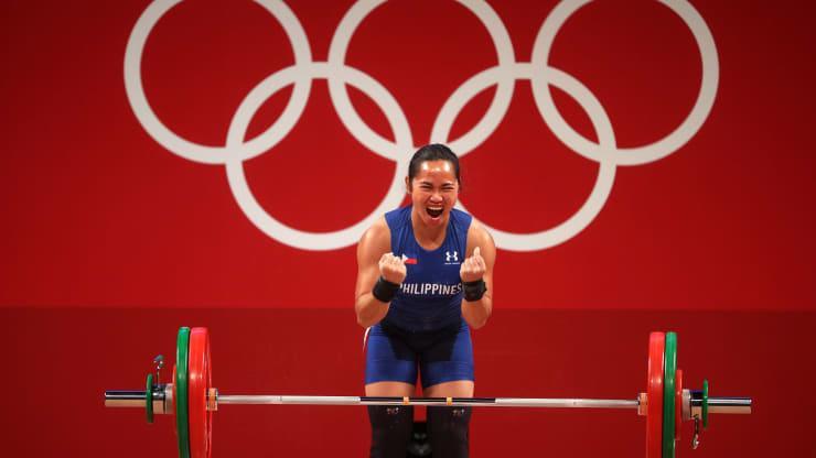 Vận động viên cử tạ Hidilyn Diaz, người giành huy chương vàng đầu tiên tại một kỳ Thế vận hội cho Philippines - Ảnh: Getty/CNBC.
