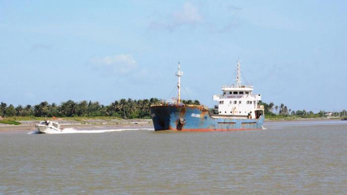 Giai đoạn 2 dự án luồng tàu biển vào sông Hậu được hoàn thành sẽ thu hút được các tàu trọng tải đến 20.000 tấn đầy tải lưu thông, góp phần thúc đẩy phát triển kinh tế vùng Đồng bằng sông Cửu Long.