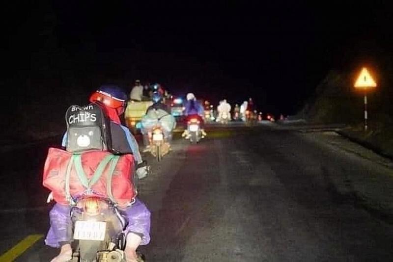 Dòng người xuyên đêm rời khỏi TP.. Hồ Chí Minh.