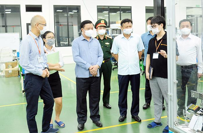 Bí thư Thành ủy Đinh Tiến Dũng kiểm tra công tác phòng, chống dịch Covid-19 tại huyện Hoài Đức.