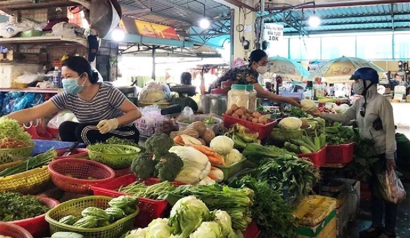 Thường xuyên xét nghiệm người làm việc tại chợ để bảo đảm an toàn.