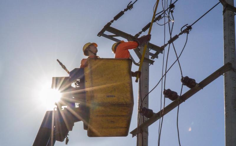 Nắng nóng gay gắt khiến tiêu thụ điện tăng cao.