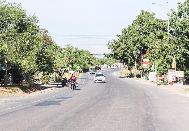 Đoạn đường thuộc tuyến Quốc lộ 9 đi cảng Cửa Việt.