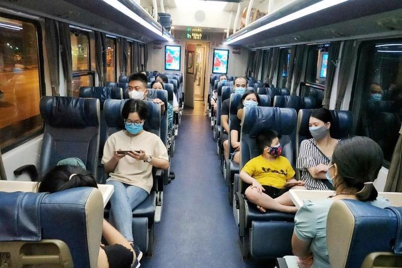 Tổng công ty Đường sắt đề xuất không giãn cách chỗ trên tàu, áp dụng với các đoàn tàu khách chuyên biệt phục vụ người dân vùng dịch về quê.