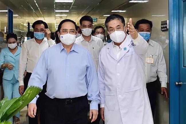 Thủ tướng Phạm Minh Chính kiểm tra công tác chống dịch ở TP.HCM hồi tháng 5/2021 - Ảnh: VGP