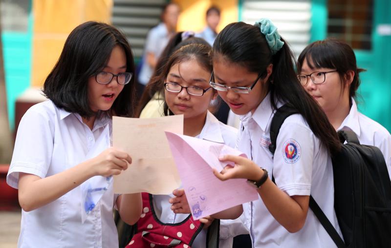 Năm nay do dịch bệnh, các học sinh sẽ làm thủ tục đăng ký nhập học lớp 10 trực tuyến