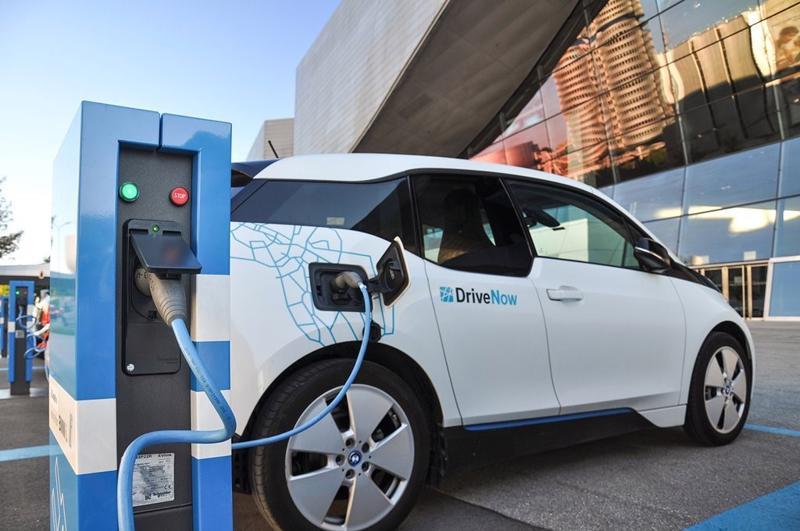 Bộ Tài chính giảm phí trước bạ khuyến khích phát triển ô tô điện