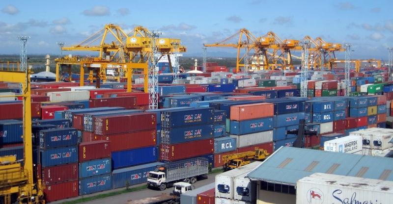 Áp dụng các biện pháp giãn cách dẫn đến ùn ứ container nhập khẩu.