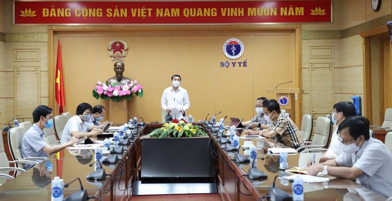 Thứ trưởng Bộ Y tế Trần Văn Thuấn đã chủ trì buổi họp trực tuyến ngày 11/8.