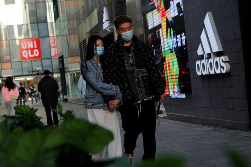 Dù doanh thu bán lẻ đạt mức cao trong nửa đầu năm nay, niềm tin của người tiêu dùng Trung Quốc vẫn chưa phục hồi trở lại mức trước đại dịch - Ảnh: Reuters
