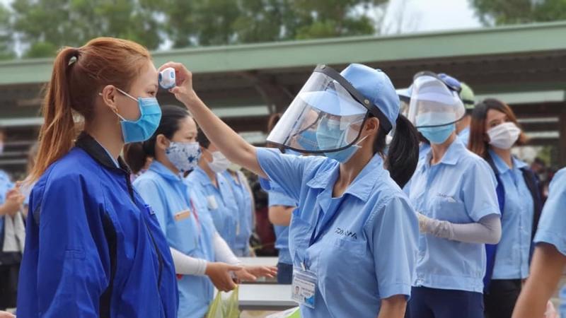 Hà Nội đã xác định nhiều trường hợp công nhân dương tính với SARS-CoV-2. Ảnh minh họa.