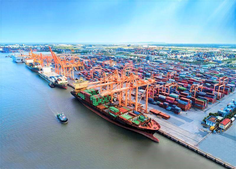 Sẽ bỏ quy định thu khoản phí trên đối với hàng hóa được vận chuyển bằng phương tiện đường thủy nội địa.