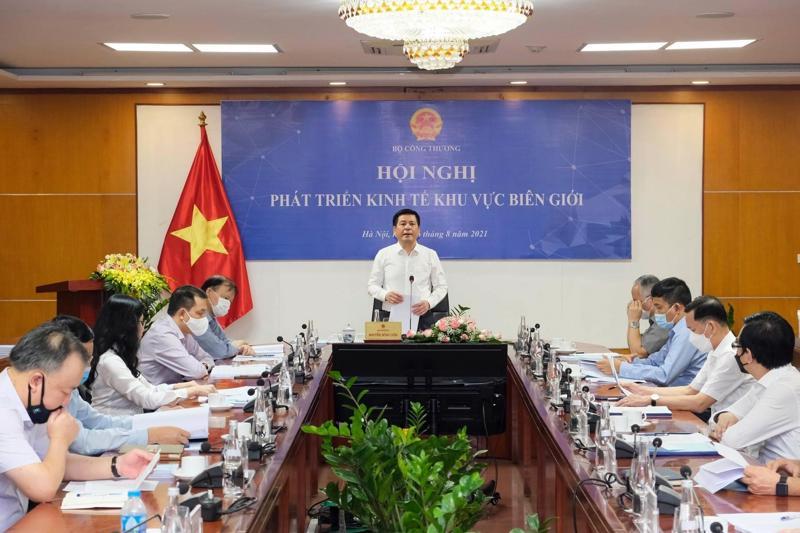"""Bộ trưởng Bộ Công Thương Nguyễn Hồng Diên chủ trì """"Hội nghị phát triển kinh tế khu vực biên giới"""" ngày 16/8."""