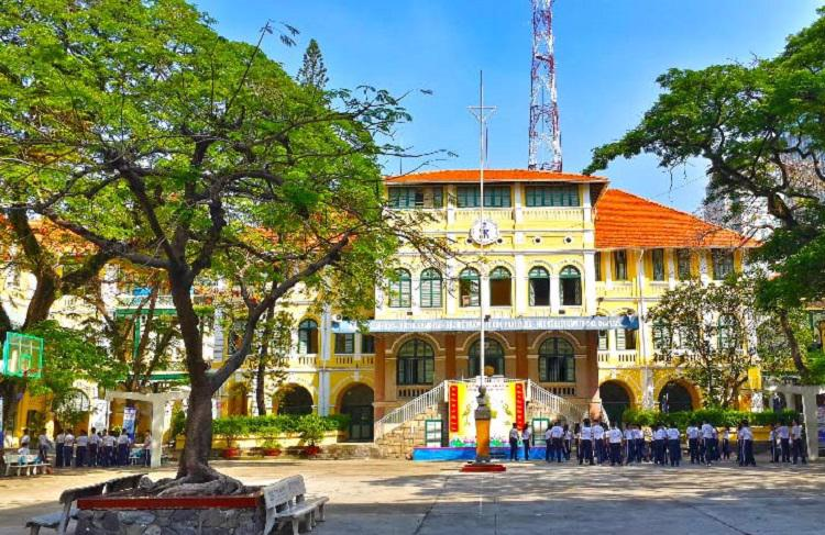 Hàng năm, tỷ lệ học sinh lớp 9 Trường THPT chuyên Trần Đại Nghĩa đậu vào các lớp chuyên, lớp không chuyên của 02 trường chuyên Lê Hồng Phong và Trần Đại Nghĩa khoảng 90%.