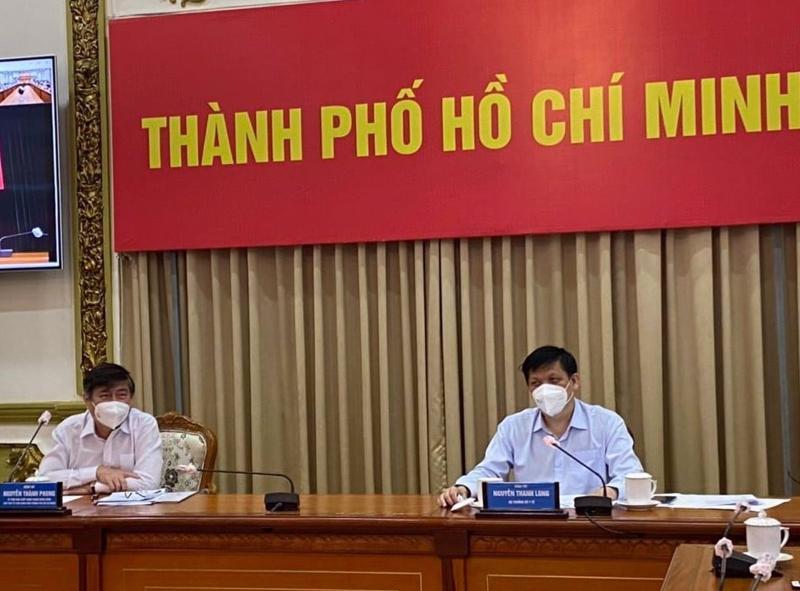 Bộ trưởng Bộ Y tế Nguyễn Thanh Long và Chủ tịch UBND TP.HCM Nguyễn Thành Phong tại cuộc họp.