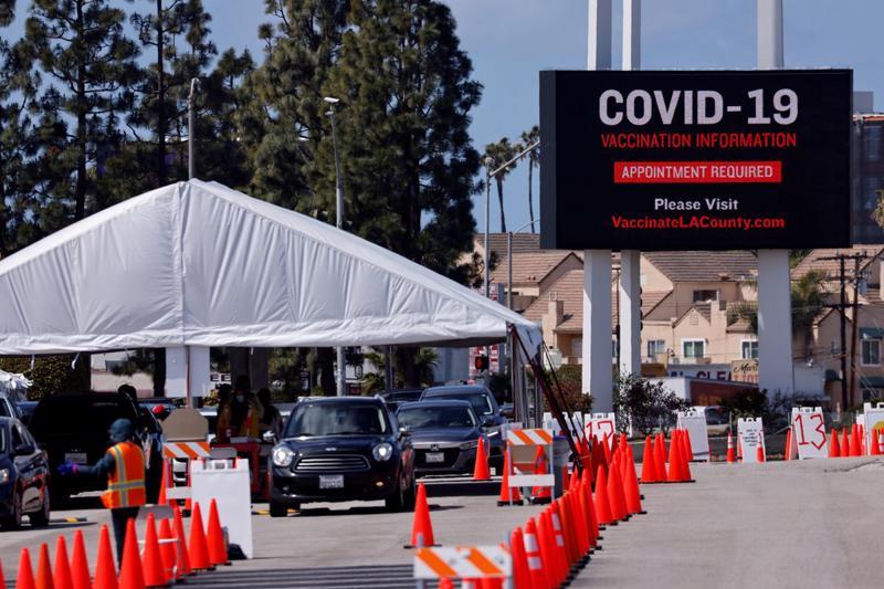 Một điểm tiêm phòng Covid-19 ở bang California, Mỹ, tháng 3/2021 - Ảnh: Reuters.