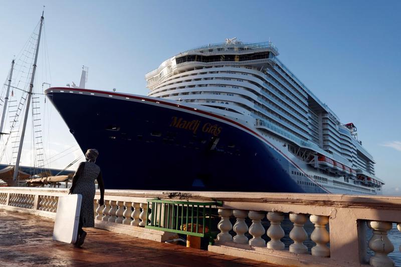 Công ty vận hành tàu du lịch Carnival Corp. hiện nắm giữ khoảng 9 tỷ USD tiền mặt, cao gấp nhiều lần mức 2-2,5 tỷ USD trước đại dịch - Ảnh: Shutterstock