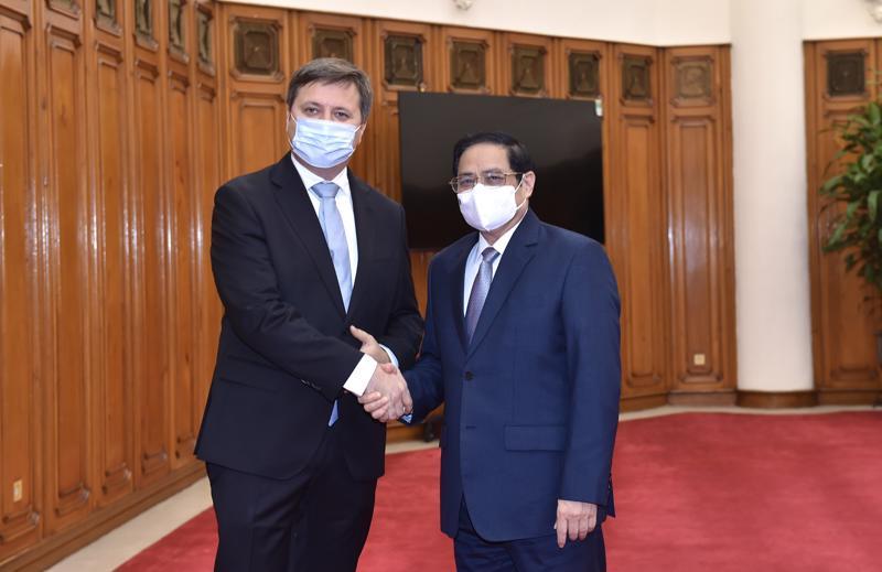 Thủ tướng Phạm Minh Chính tiếp Đại sứ Ba Lan Wojciech Gerwel đến chào xã giao. Ảnh - VGP.