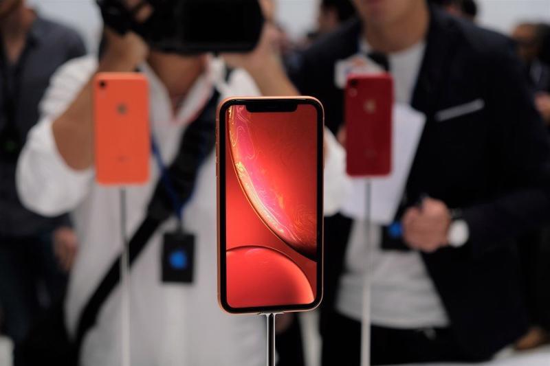 Smartphone được dự báo sẽ là động lực quan trọng với tăng trưởng của ngành tiêu dùng công nghệ Mỹ năm nay - Ảnh: FT