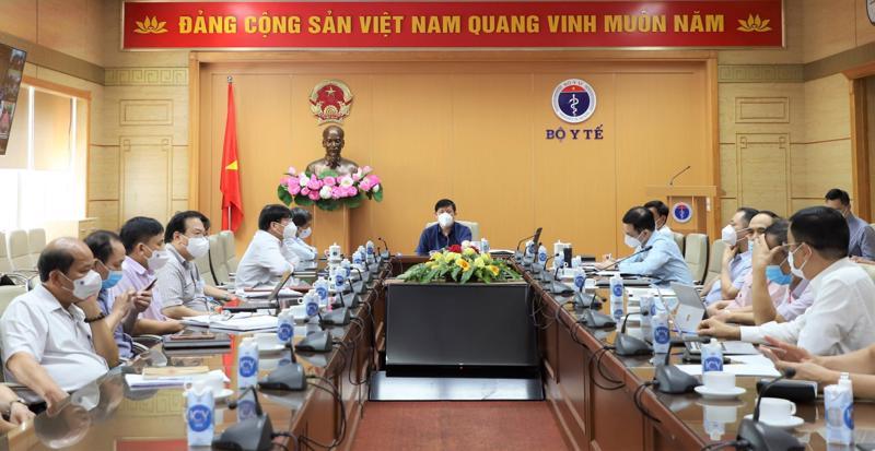 GS.TS Nguyễn Thanh Long - Bộ trưởng Bộ Y tế chủ trì cuộc họp trực tuyến bàn các giải pháp phòng chống dịch Covid-19.