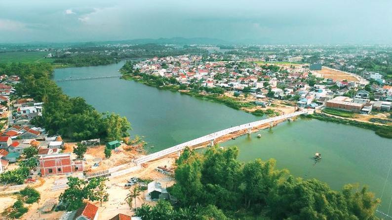 Cầu bắc qua sông Trà Bồng tại xã Bình Dương, huyện Bình Sơn, tỉnh Quảng Ngãi.