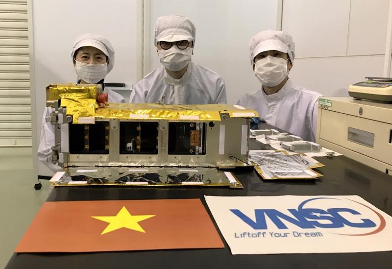 Vệ tinh NanoDragon đã được bàn giao cho Nhật Bản ngày 17/8/2021 để chuẩn bị phóng