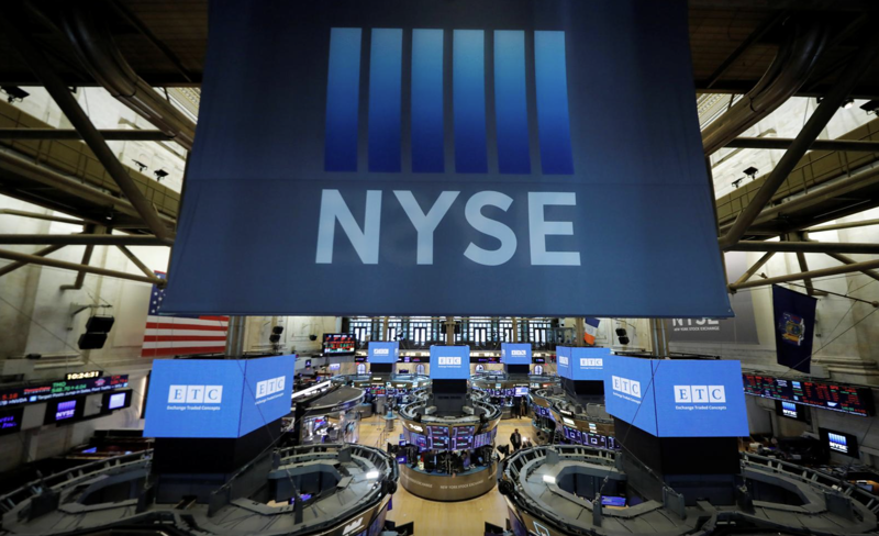 Quang cảnh bên trong Sở Giao dịch chứng khoán New York (NYSE) hôm 19/8 - Ảnh: Reuters.